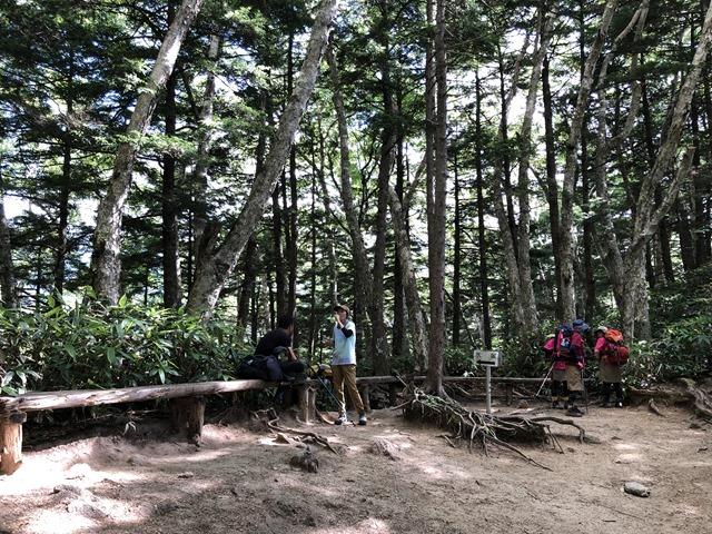 燕岳登山第一ベンチの様子