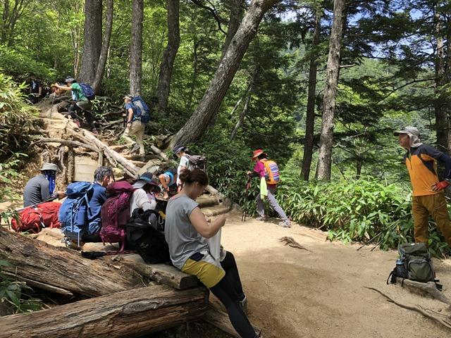 燕岳登山第三ベンチ風景