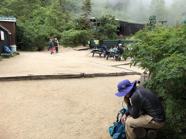 燕岳登山合戦小屋風景