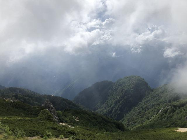 雲に隠れる槍ヶ岳