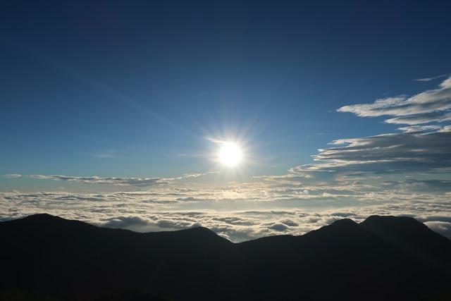 燕山荘からみた朝日